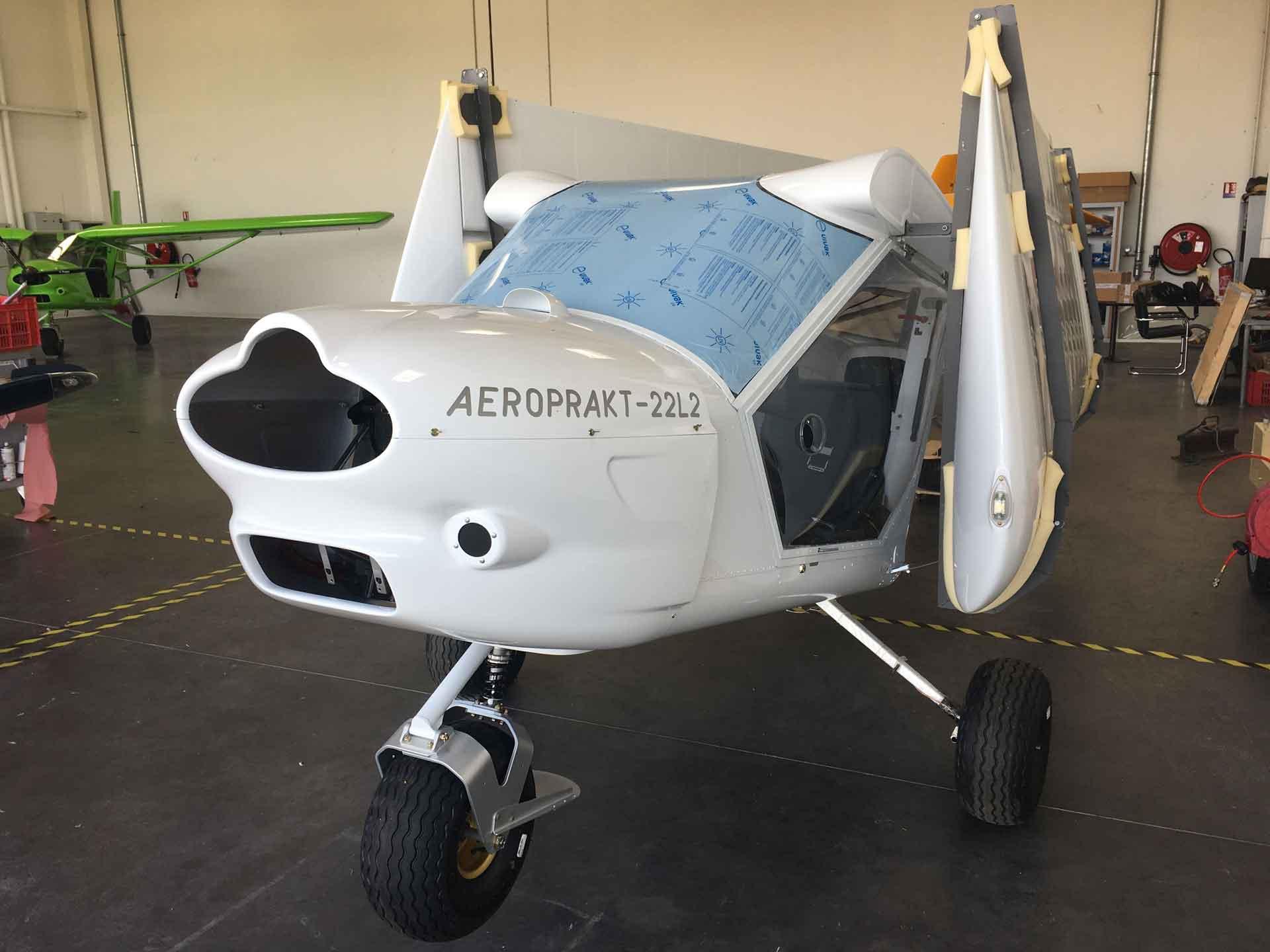 """Livraison d'un A22L2 neuf version """"Handi"""" en kit à l'Aéroclub de l'Agenais"""